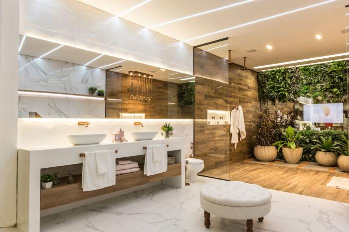 Banheiro surpreende com um belo mix de revestimentos!