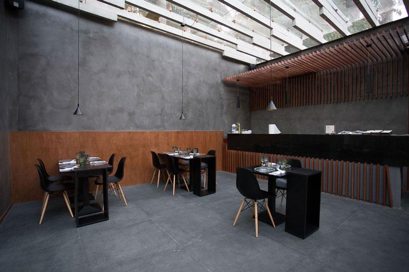 2-cinza-na-decoração-eliane-casa-cor-paraguai-restaurant-cesar-quino_pedro-cataldo_andres-careaga-aga-plumb-outdoor