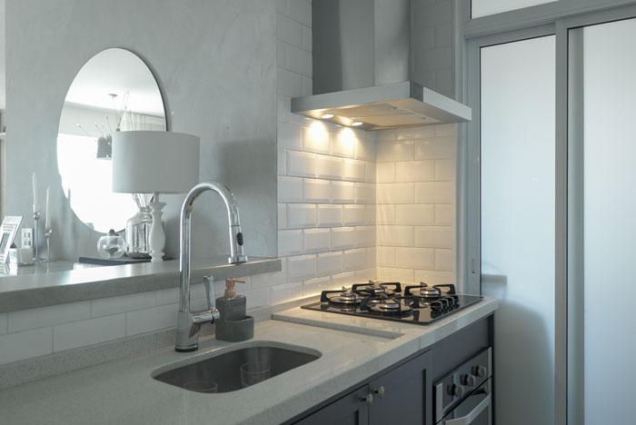 3 cozinha pequena apartamento 84 rayza nicácio