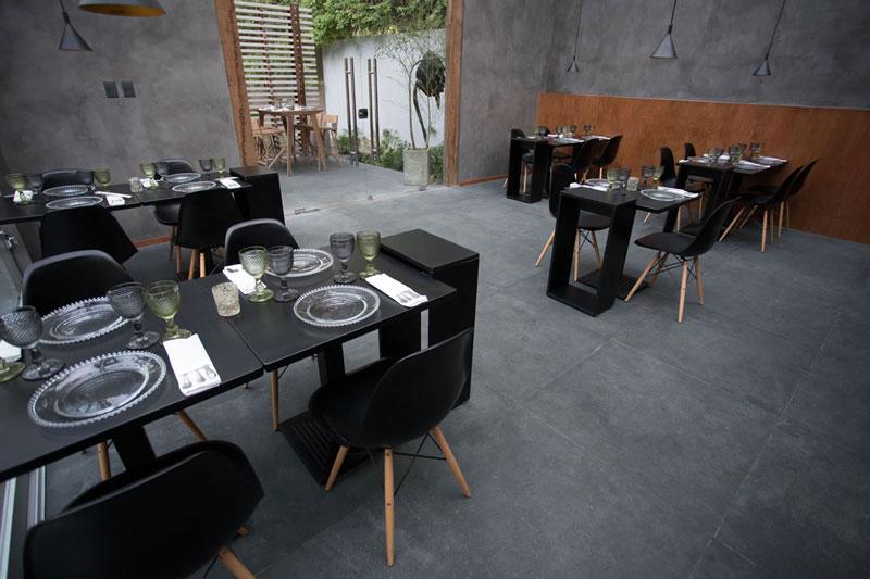 3-eliane-casa-cor-paraguay-restaurant-cesar-quino_pedro-cataldo_andres-careaga-aga-plumb-outdoor
