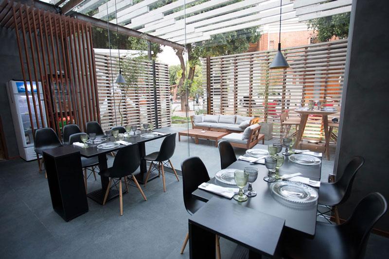6-decoração-restaurante-eliane-casa-cor-paraguai-restaurant-cesar-quino_pedro-cataldo_andres-careaga-aga-plumb-outdoor