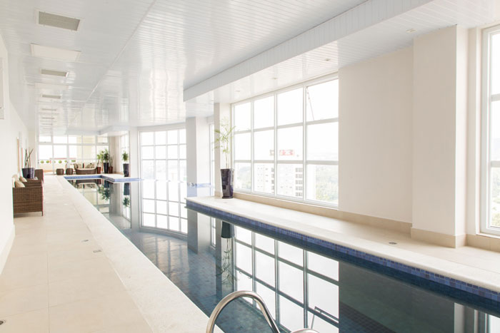 6 revestimentos para área comum borda de piscina porcelanato munari marfim eliane projeto sharon fliter arquitetura