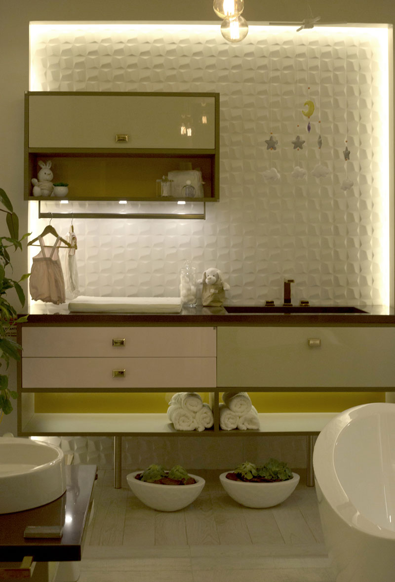 7-banheiro infantil com revestimento 3d bethania-carpinelli-anlejandra-barrios-natalia-carpinelli-cubic-white-ac-45x90cm