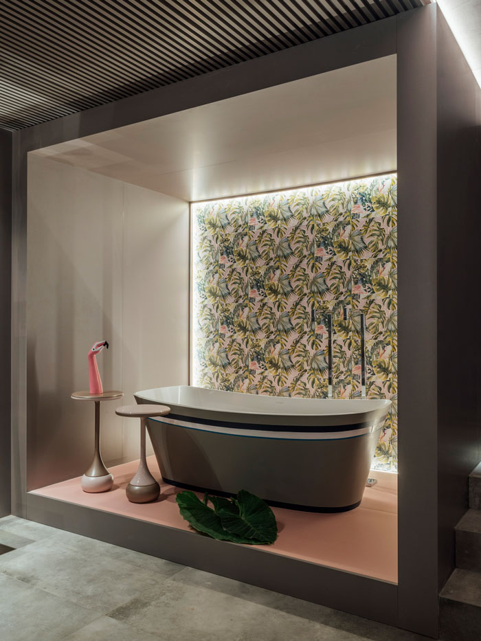 8-bathroom-urban-jungle-eliane-decortiles-casa-cor-rs-2018-rogerio-pandolfo-celebrity-flat-ac-60x120cm_city-zen-rose-gold-80x80cm_patch-tropical-foto- cristiano-bauce