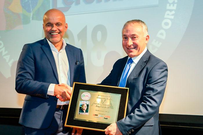 Edson Gaidzinski, Jr conquista o Prêmio Mundo Cerâmico 2018