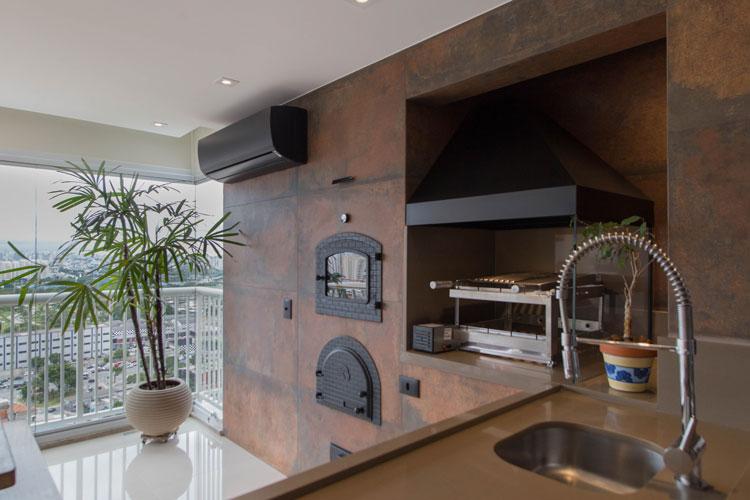 Revestimentos cerâmicos para churrasqueira e lareira - Porcelanato Iron Eliane Projeto Arquitetura O Cubo Foto Camila Costa