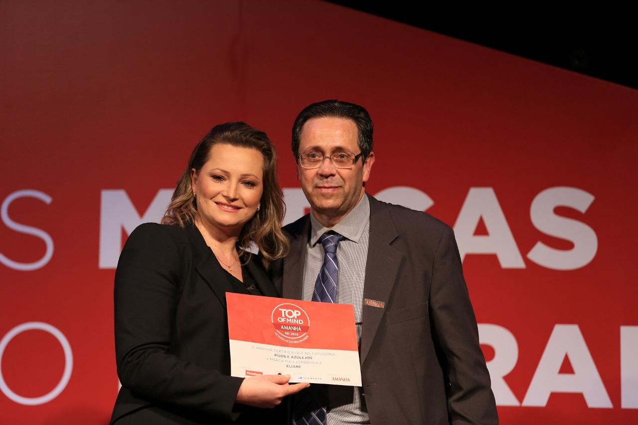 Eliane recebe o prêmio Top Of Mind RS