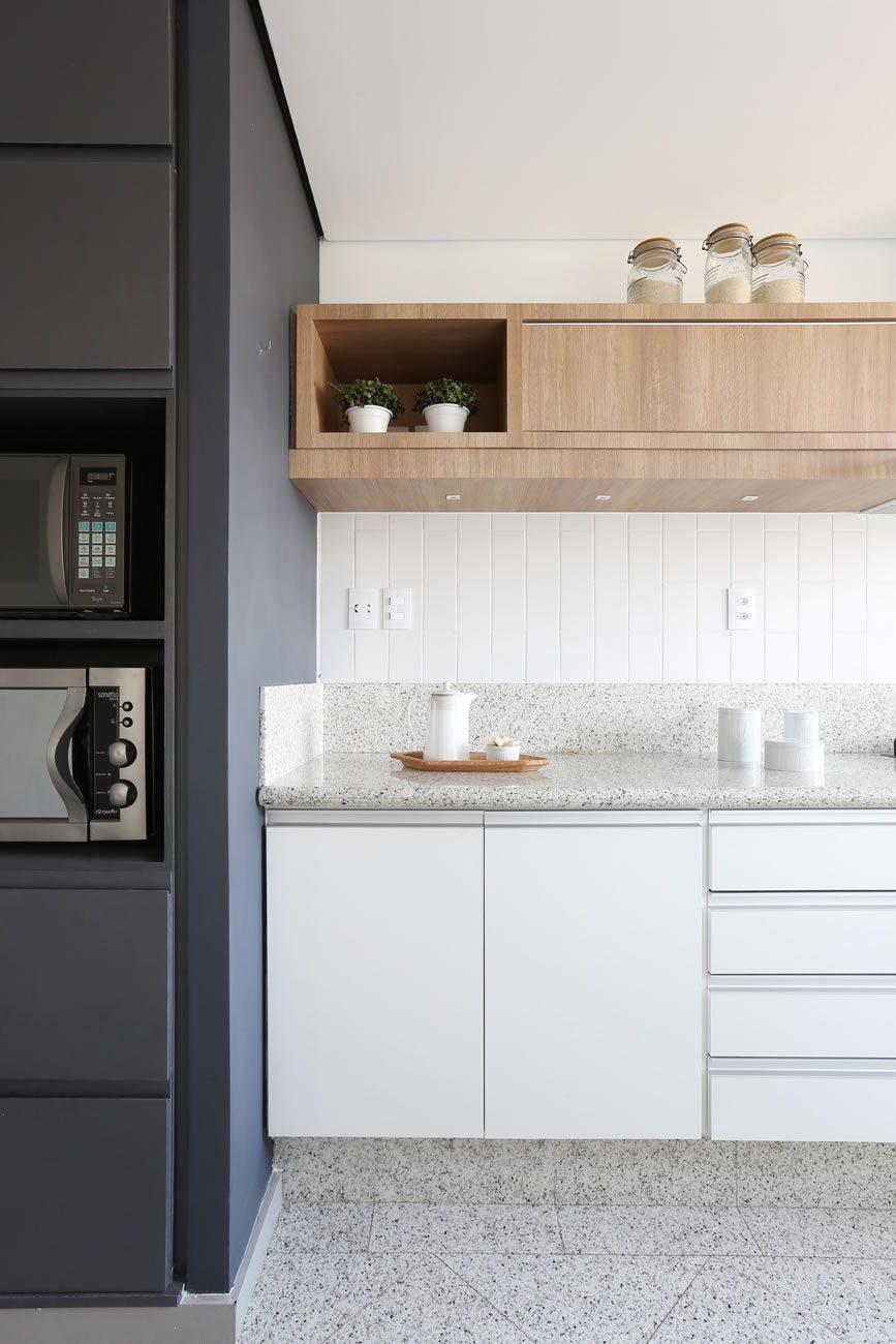 environment Eliane: degrade-arquitetura-ap-vila-madalena-linear-white-ma-10x30cm-foto-mariana-orsi-amb-01