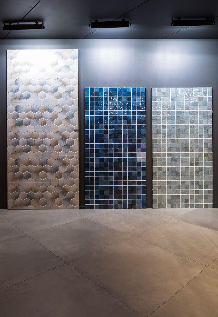 Ambiente Eliane: expo-revestir-flake-geo-ma-45x120cm_noronha-mar-mesh-br-7,5×7,5cm_java-lago-mesh-br-7,5×7,5cm-foto-eduardo-raimondi-amb-01