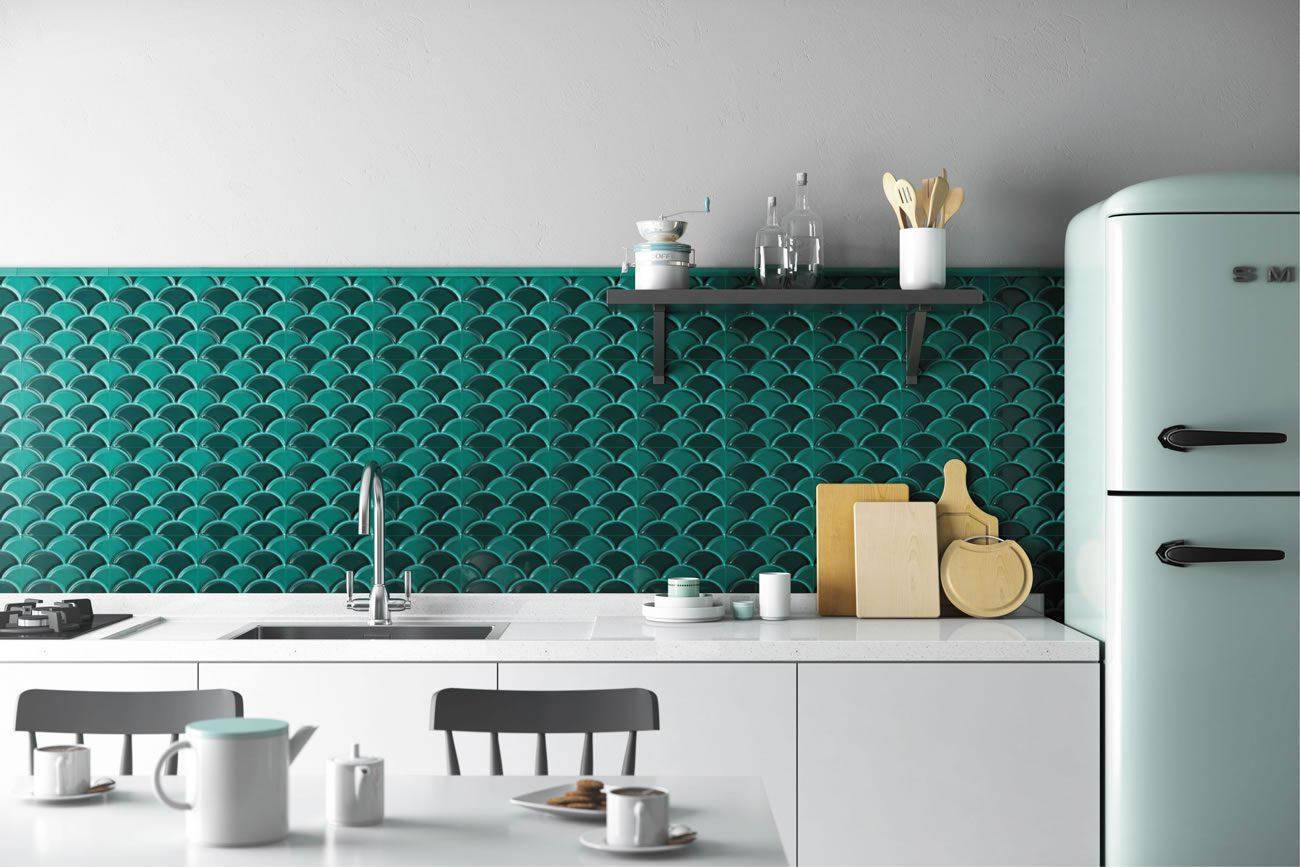 Ambiente Eliane: geomarine-shell-verde-br-19x19cm_canaleta-externa-verde-jade-2,5x20cm-amb-01