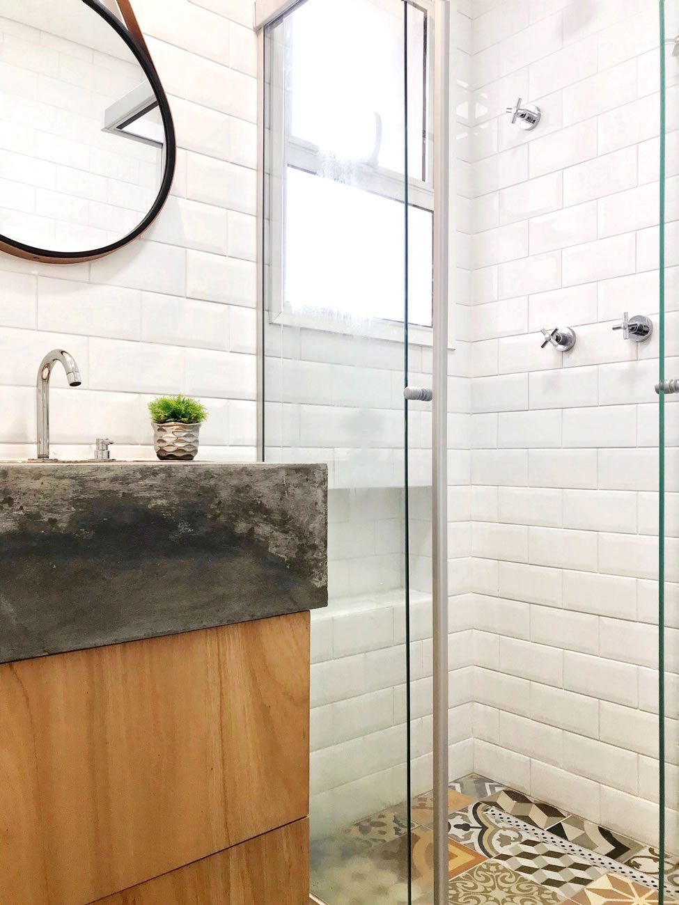 environment Eliane: laura-dall-anese-metro-white-10x20cm_essence-decor-ac-60x60cm-amb-01