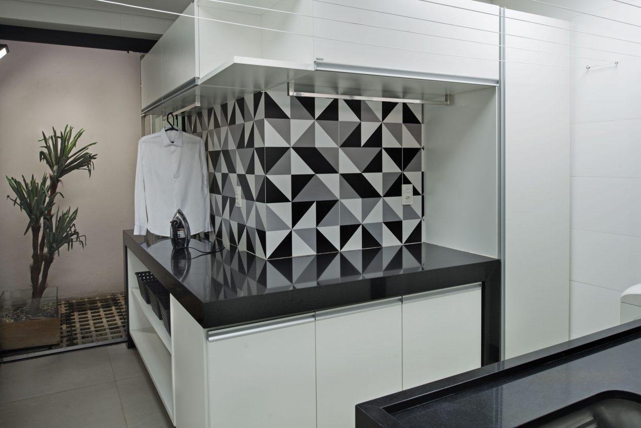 Ambiente Eliane: linear-arquitetura-bauhaus-ac-45×90-foto-rodrigo-zeferino
