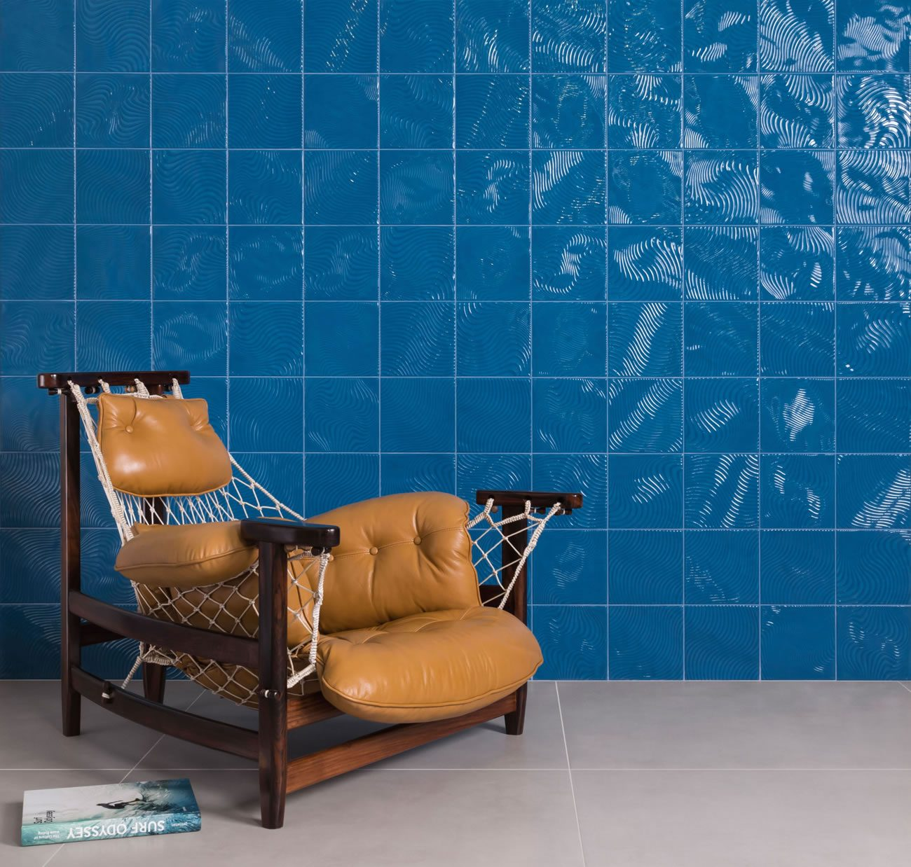 Ambiente Eliane: patch-wave-petroleo-br-20x20cm-munari-cimento-ext-90x90cm-amb-02
