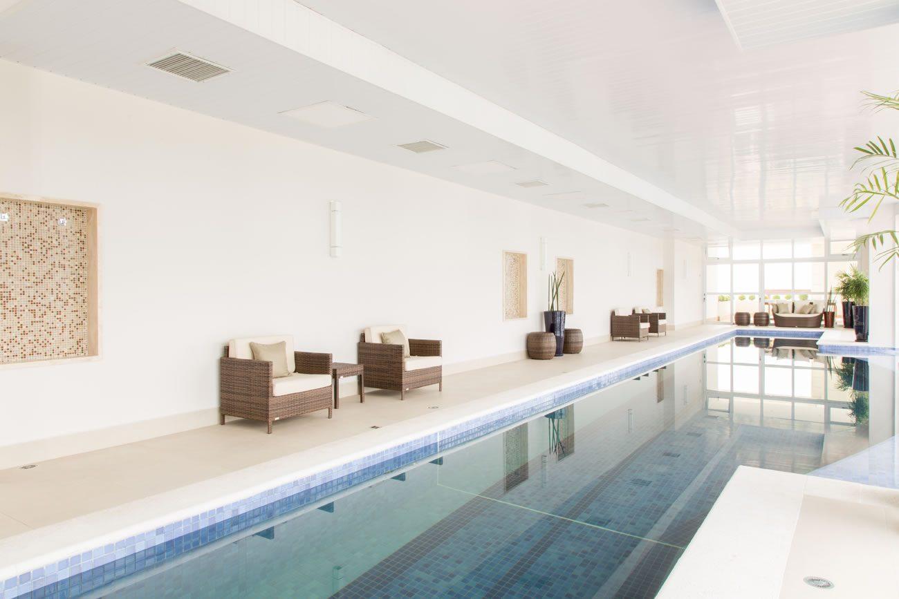 environment Eliane: sharon-fliter-arq-piscina-munari-marfim-ext-60x60cm-amb-01