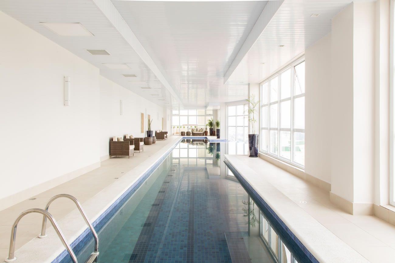 environment Eliane: sharon-fliter-arq-piscina-munari-marfim-ext-60x60cm-amb-04