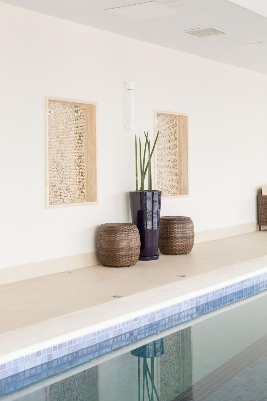 environment Eliane: sharon-fliter-arq-piscina-munari-marfim-ext-60x60cm-amb-07