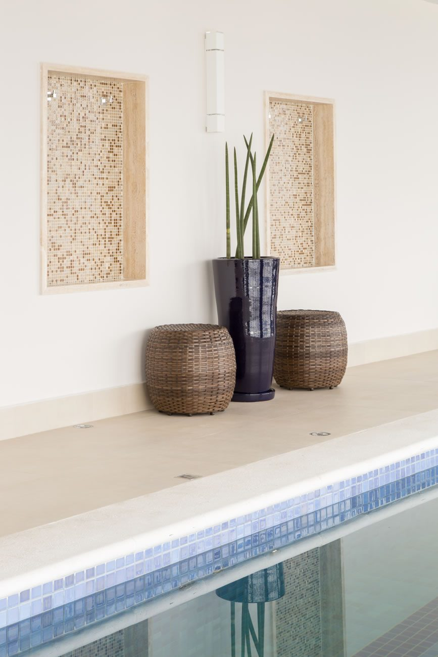 environment Eliane: sharon-fliter-arq-piscina-munari-marfim-ext-60x60cm-amb-08