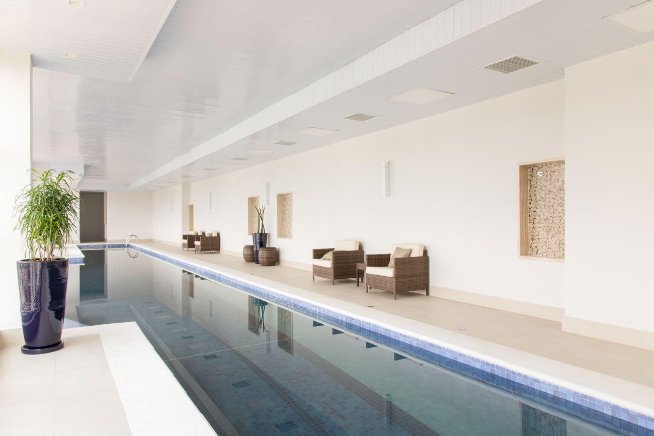 environment Eliane: sharon-fliter-arq-piscina-munari-marfim-ext-60x60cm-amb-12