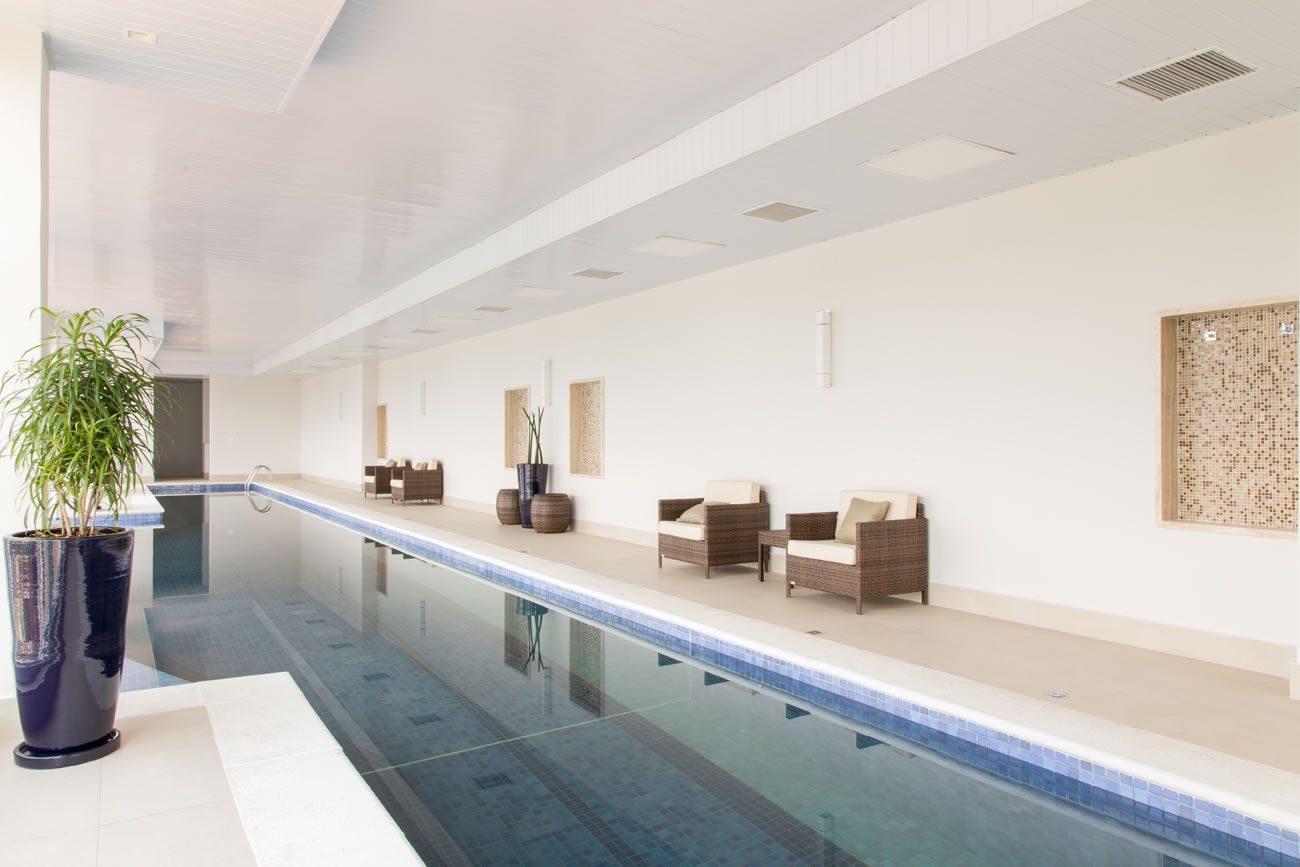 environment Eliane: sharon-fliter-arq-piscina-munari-marfim-ext-60x60cm-amb-13