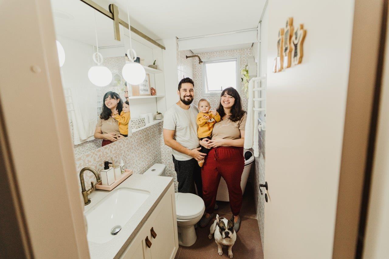 Cami e Pablo do apto.21 reformam banheiro vintage