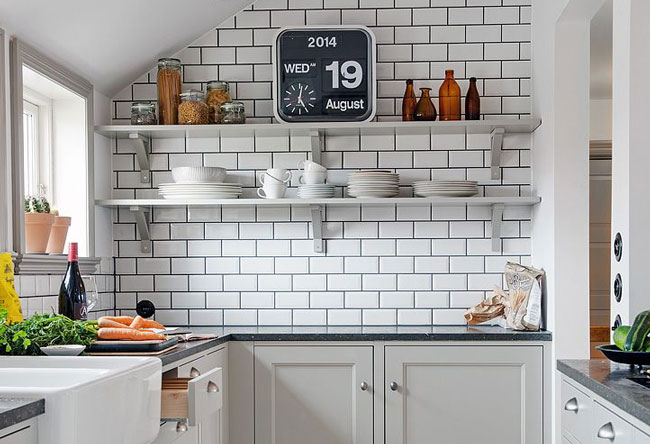 Comes who has: subway tile or tile subway