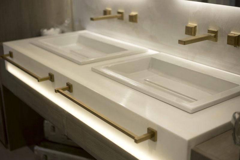 barras banheiro idosos eliane-casa-cor-paraguai-marcela-filartiga-silvia-enciso-onix-cristal-po-59x118cm