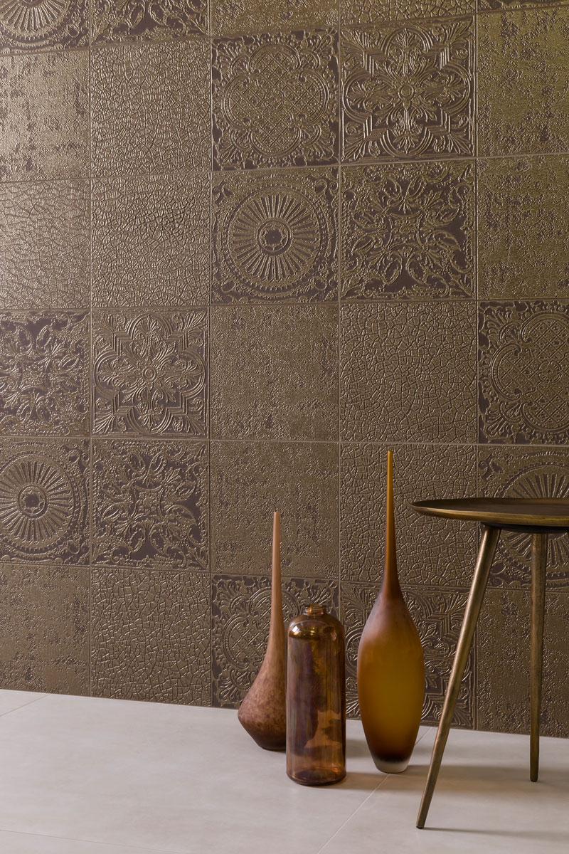 coleção 2018 eliane-patch-damasco-dourado-60x60cm_munari-branco-ac-90x90cm