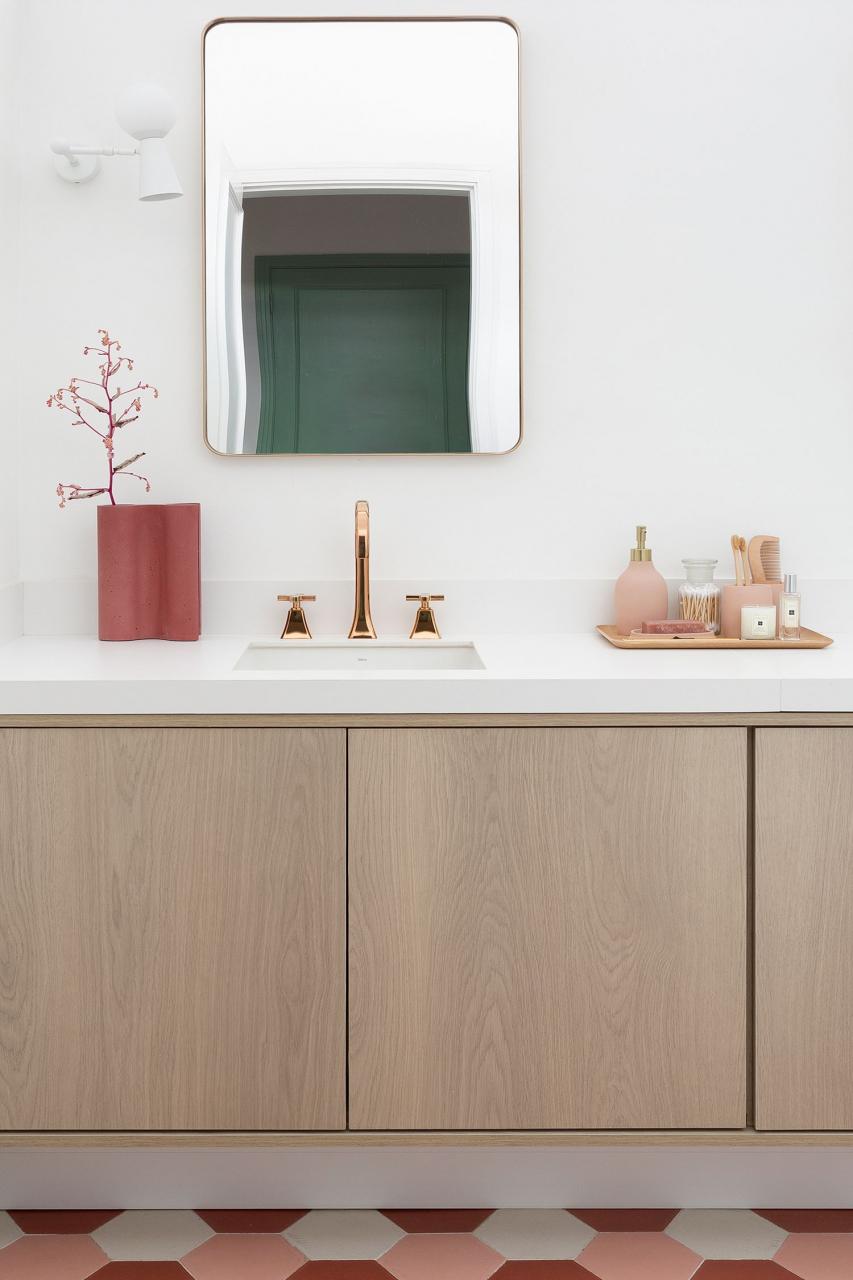 """Banheiro do """"Apartamento 203"""" com estilo contemporâneo"""