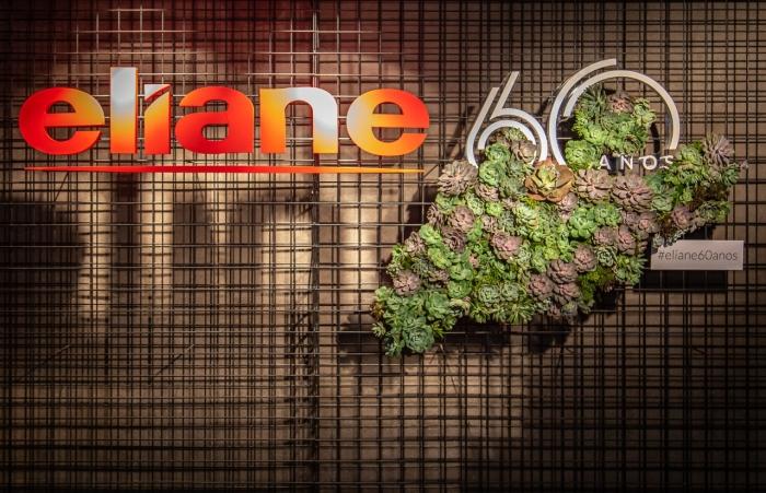 Eliane recebe convidados para celebrar os 60 anos